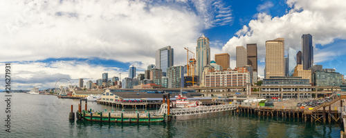 Canvas Print Seattle skyline and waterfront view, Washington state, USA