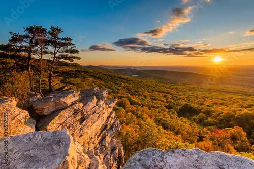 Slika na platnu Sunset view from Annapolis Rocks, along the Appalachian Trail on South Mountain,