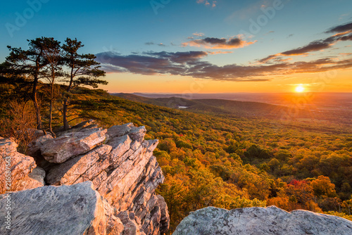 Canvas-taulu Sunset view from Annapolis Rocks, along the Appalachian Trail on South Mountain,