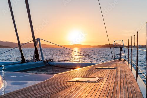 Foto coucher de soleil en catamaran