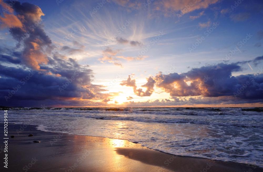 Zachód słońca nad morzem Bałtyckim, Kołobrzeg