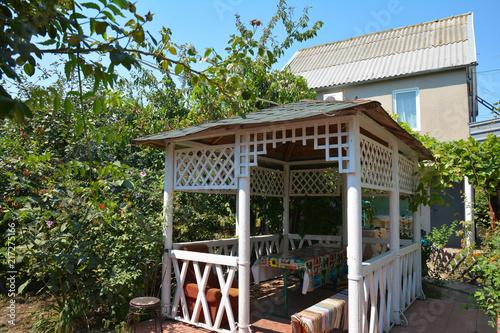 Fotografia Beautiful alcove, wooden arbor, pavilion, bower, summer house, garden house in the garden