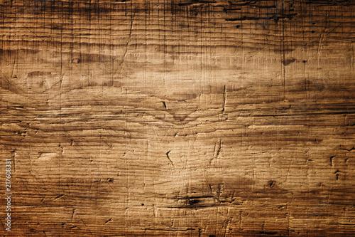 Ciemnobrązowa struktura drewna z zadrapaniami