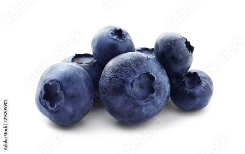 Ripe blueberries on white background Fototapeta