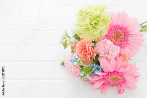 Foto ガーベラとカーネーションの花束