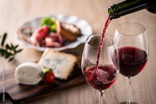 Obraz na plátně 赤ワインと料理