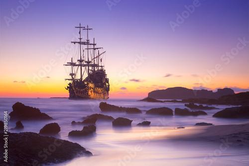 Obraz na płótnie Old ship silhouette in sunset scenery, Italy