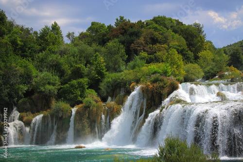 Fototapeta premium Wodospad Skradinski Buk w Parku Narodowym Krka w Chorwacji.