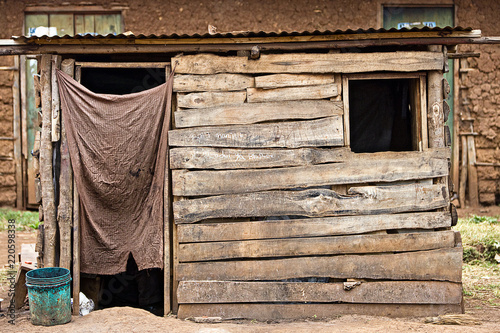 Tablou Canvas Small wood shack in Africa