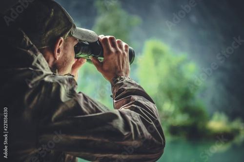 Obraz na plátne Hunter Spotting Game