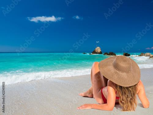 Платно Woman on the beach in Greece