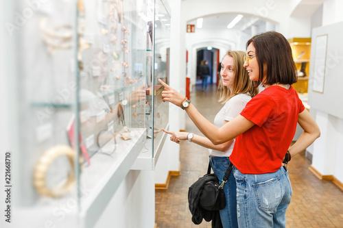 Fototapeta Girl students and friends having fun in museum