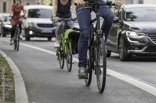 Räder auf Radstreifen