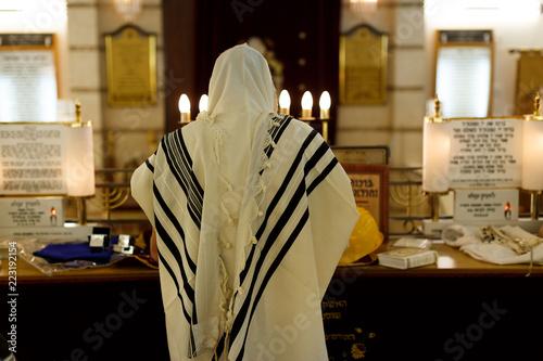 Obraz na płótnie Orthodox ultra Orthodox Jew from a tallit in the synagogue Yom Kippur, Sukkot