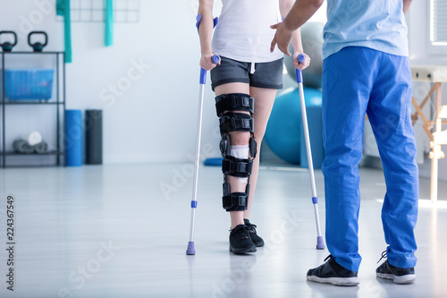 Valokuvatapetti Professional physiotherapist supporting patient with orthopedic problem