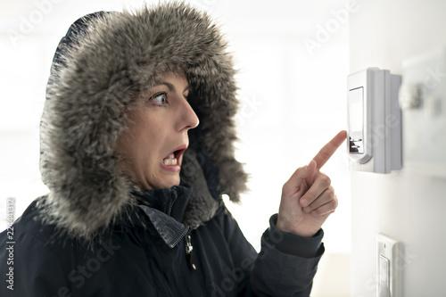 Obraz na płótnie Woman With Warm Clothing Feeling The Cold Inside House