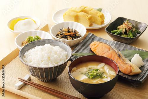 日本のごはん Japanese foods(Typical Japanese breakfast)