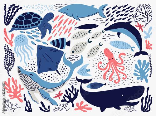 Fototapeta premium Zestaw z ręcznie rysowane elementy życia morskiego.