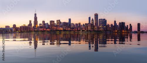 Fototapeta premium Zachód słońca nad panoramą miasta Chicago z Obserwatorium