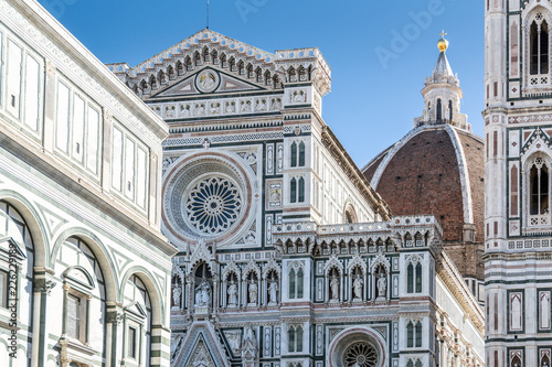 Fototapeta Details on the facade of the famous Florence Cathedral and the Duomo in Florence, Italy in a bright sunny day