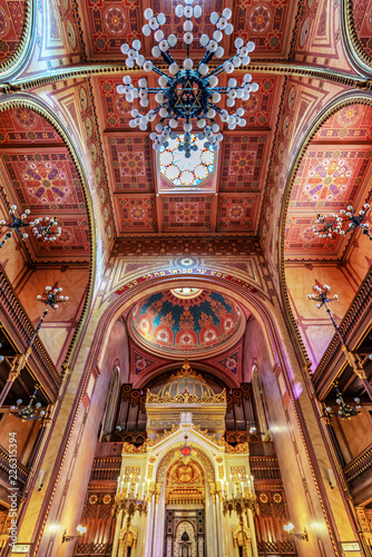 Interior of the Great Synagogue (Tabakgasse Synagogue) in Budapest, Hungary Fototapeta