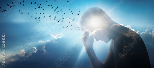 Fotografia Silhouette of a man against a sky, sun and a flock of birds