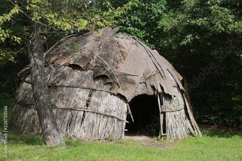 Fotografia bark covered wigwam replica
