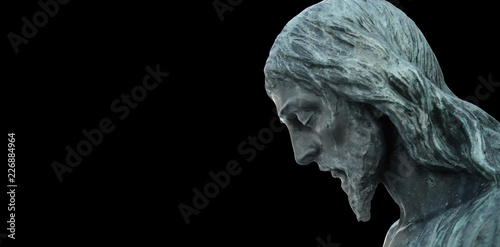 Fotografia An ancient statue of the crucifixion of Jesus Christ in profile