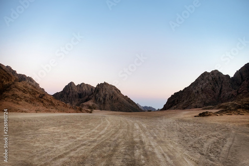 Beautiful view of mountains in desert Fototapet