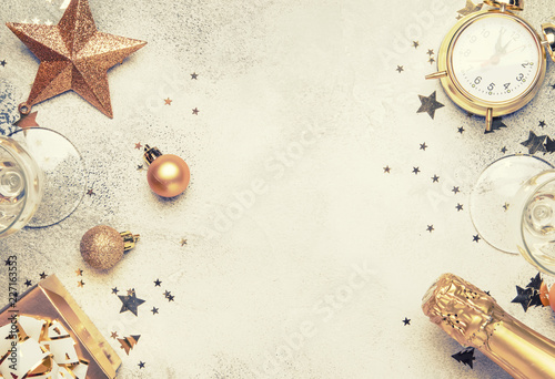 Fotografia Christmas or New Year composition, frame, pink background with gold Christmas de