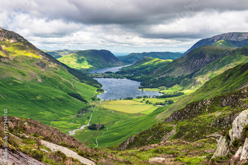 Платно Buttermere Lake and Crummock Water viewed from the slopes of Fleetwith Pike in t