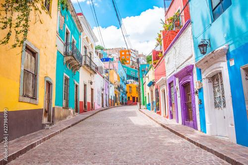 Fotografia Colorful alleys and streets in Guanajuato city, Mexico