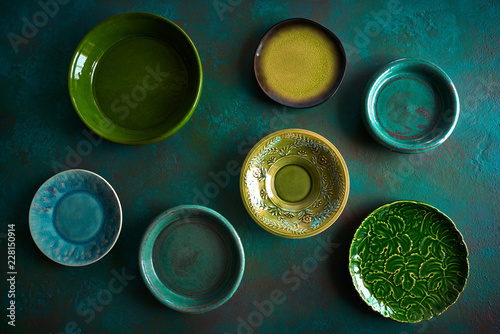 Leinwand Poster Ceramic tableware dishes plates on grungy