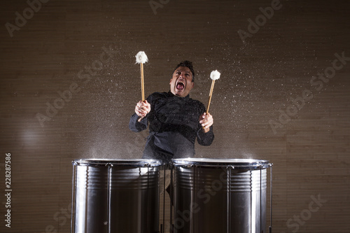 Fotografie, Obraz percussionist practicing with two drums