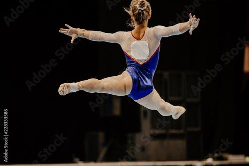 floor exercise split jump female gymnast at gymnastics championship