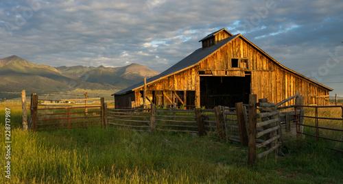 Fotografie, Obraz old barn in field