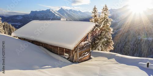 Panorama einer Schihütte in den Bergen