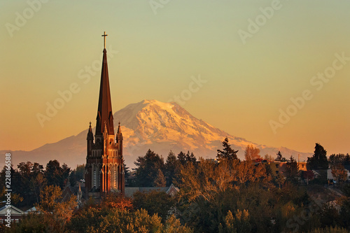 Photo Mt Rainier towers behind the old church steeple in tacoma washington