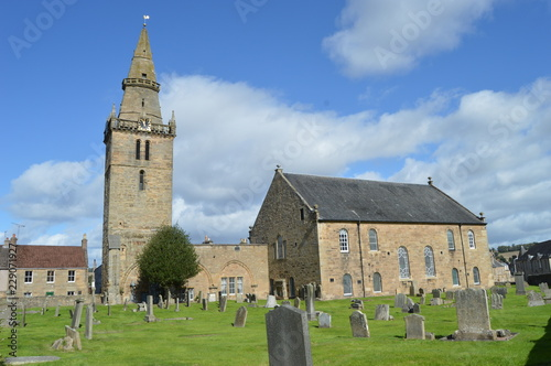 Vászonkép Cupar Old Parish Church, with early 15th century tower and spire of 1620
