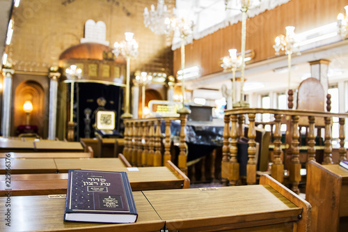 Fotografia The interior of the synagogue Brahat ha-levana in Bnei Brak