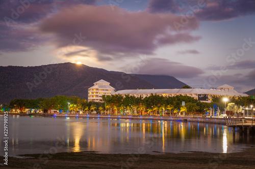 Photo The Cairns Esplanade with rising moon, Cairns, Queensland, Australia