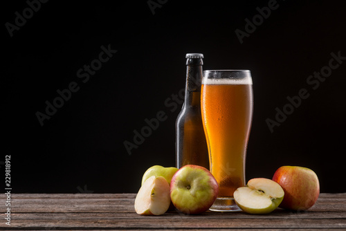 Bottle and glass of cider Fototapet