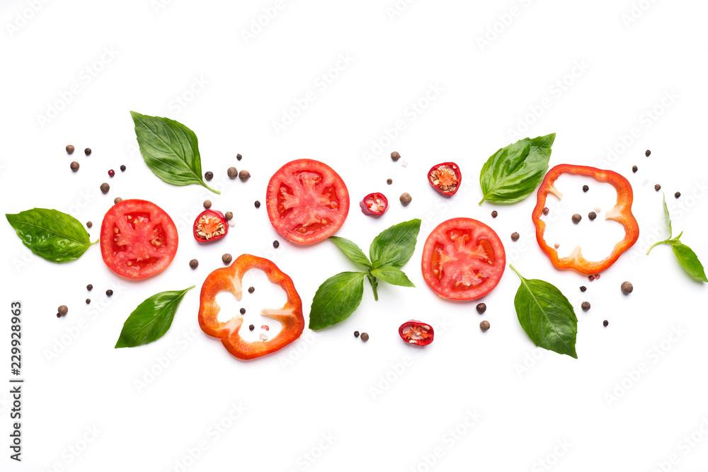 Skład warzywa, ziele i pikantność na białym tle <span>plik: #229928963   autor: Prostock-studio</span>