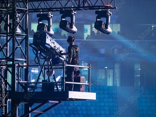 Fotografering A man controls the lighting equipment
