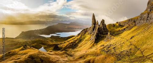 Fotografia The Old Man of Storr, Schottland, Isle of Skye Panorama