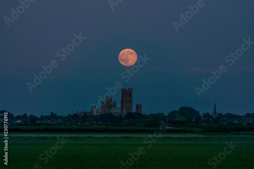 Canvastavla Strawberry Moon over Ely Cathedral, 20th June 2016