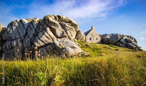 Canvas-taulu House between the rocks