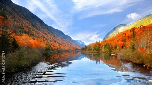 Fototapeta premium Jesienny krajobraz w Parku Narodowym Jacquesa Cartiera