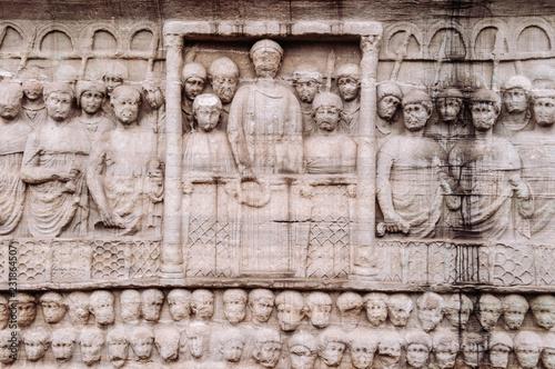 Fotografia Stone carving sculpture image at base of Obelisk of Theodosius
