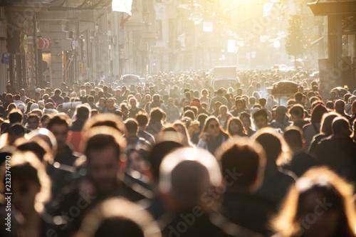 Fotografia Blurred crowd of unrecognizable at the street